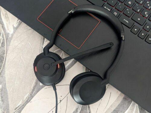 Jabra Evolve2 30 Stere Back on computer